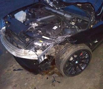 Dwa samochody zderzyły się przed siedzibą OSP