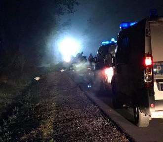 Stary Broniszew: Wypadek na DW 483. Dachował samochód, zginął 24-latek [ZDJĘCIA]
