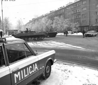Warszawa 13 grudnia, podczas stanu wojennego. Tak wyglądały ulice miasta 35 lat temu [ZDJĘCIA]