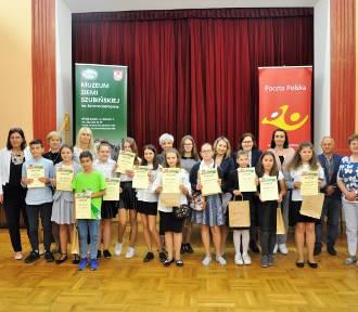 Uczniowie z Szubina wygrali konkurs wiedzy o Poczcie Polskiej