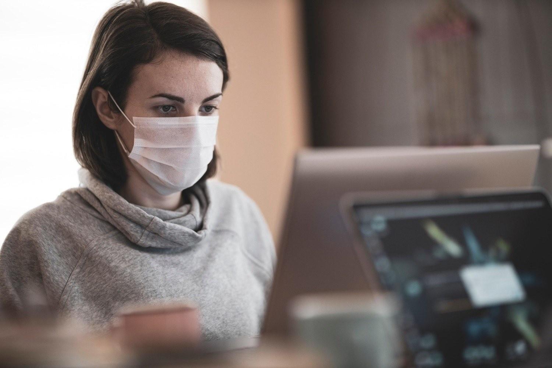 Od 28 listopada należy zasłaniać usta i nos w pracy, jeśli w pomieszczeniu przebywa więcej niż jedna osoba