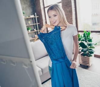 Te sukienki kupisz za mniej niż 50 zł. Wyprzedaże trwają!