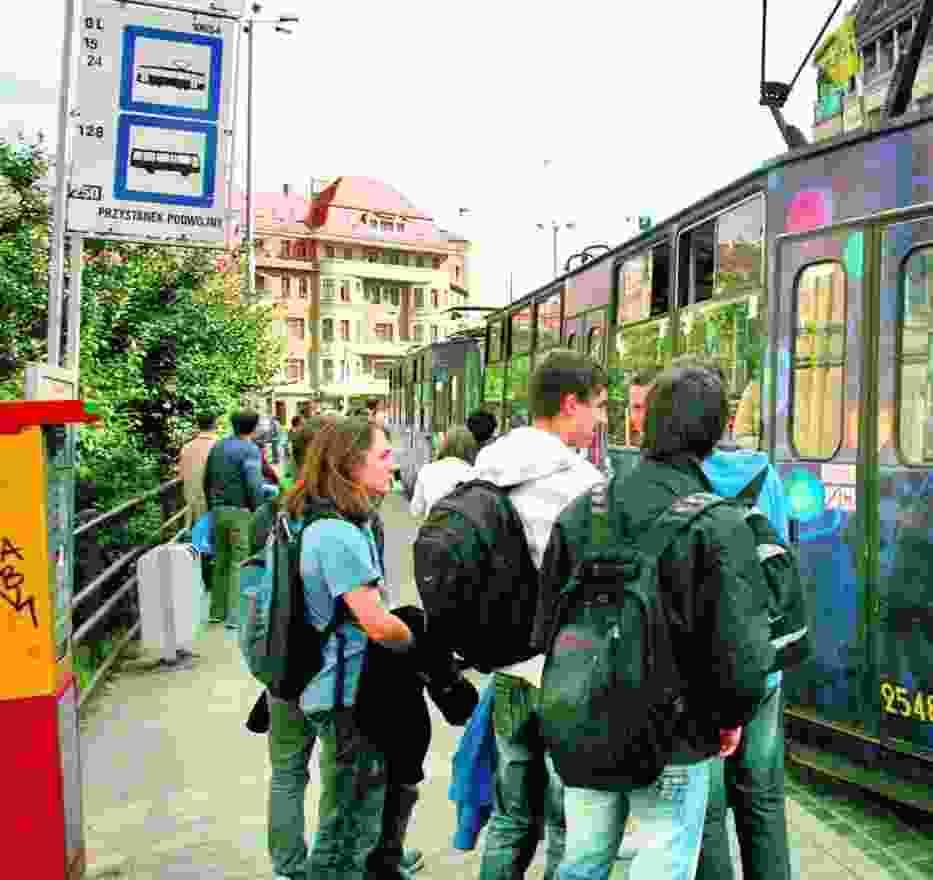 Uczniowie III LO przez korki w mieście spóźniają się na lekcje, więc muszą jeździć wcześniej