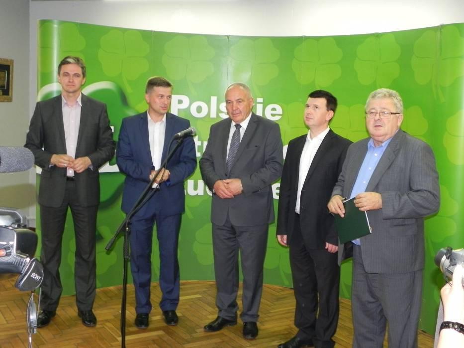 Kazimierz Kotowski (w środku) i rekomendujący go (od lewej): Adam Jarubas, Arkadiusz Bąk, Jarosław Górczyński i Czesław Siekierski