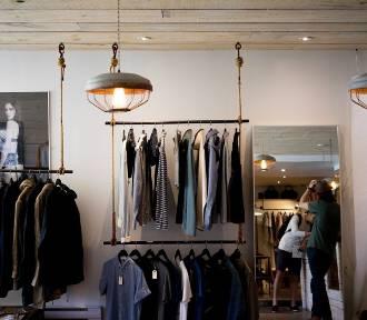 Modne kolekcje ubrań dla panów. Największe promocje w sklepach online