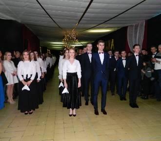 """Studniówka uczniów """"Jedynki"""" w ZSS nr 1 w Opocznie [FOTO]"""