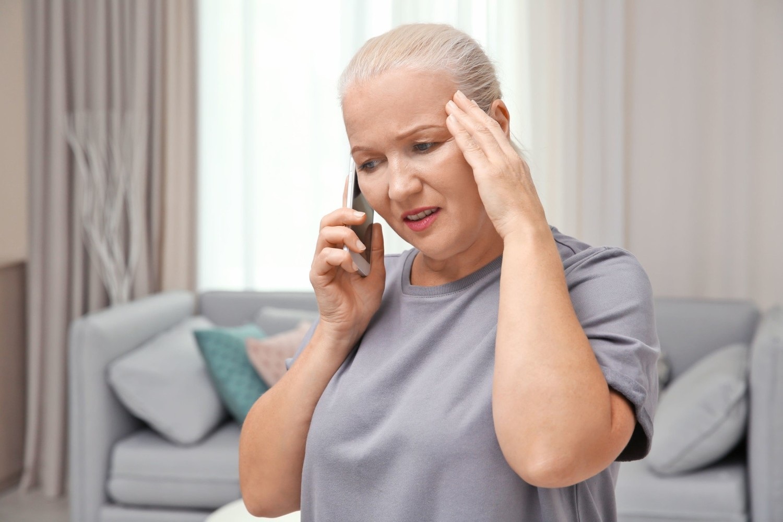 Ból głowy jest zwykle wczesnym objawem COVID-19