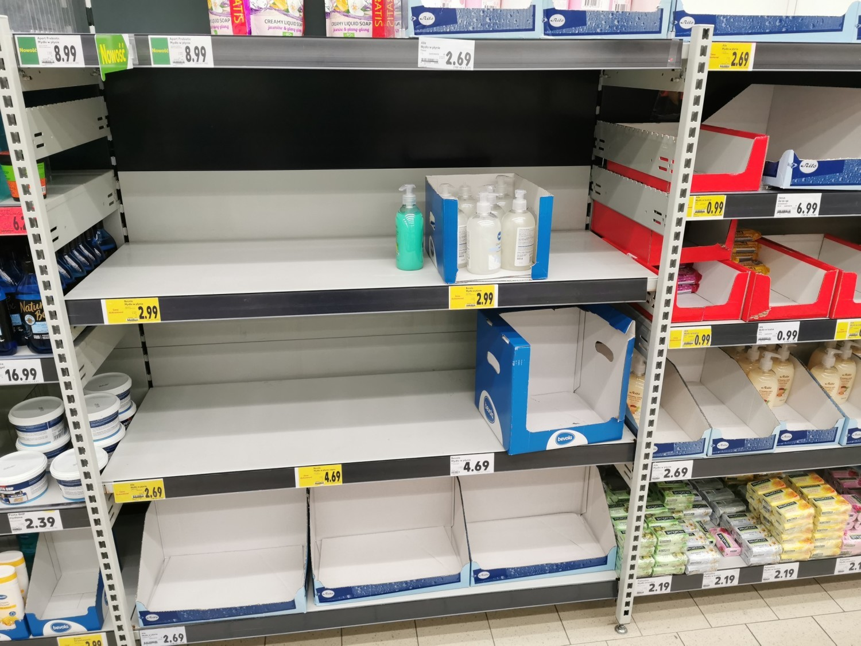 Po ogłoszeniu pierwszego przypadku koronawirusa na Podkarpaciu oraz zamknięciu szkół mieszkańcy Przemyśla i okolicznych miejscowości ruszyli na zakupy do dużych sklepów