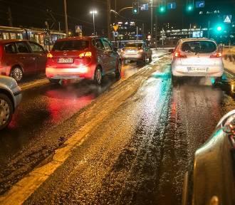 Uwaga na oblodzone drogi i chodniki! IMGW wydał ostrzeżenie. Będzie ślisko