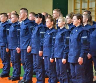 Nowi funkcjonariusze jednostek policji w Łódzkiem złożyli ślubowanie [ZDJĘCIA]