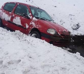 Zima w powiecie zawierciańskim. Na drogach trudne warunki FOTO