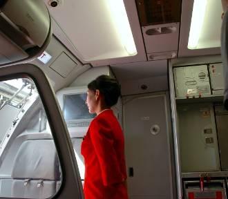 Jaki warunek trzeba spełnić, by zostać stewardessą?
