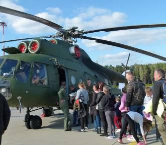 Piknik lotniczy i rodzinny w Łasku 2019. Tłumy na lotnisku [zdjęcia i video]
