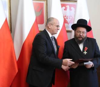 Premier odznaczył zasłużonych mieszkańców Łódzkiego