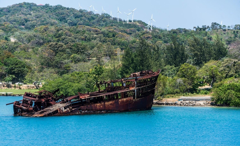 Malowniczy wrak na Morzu Karaibskim