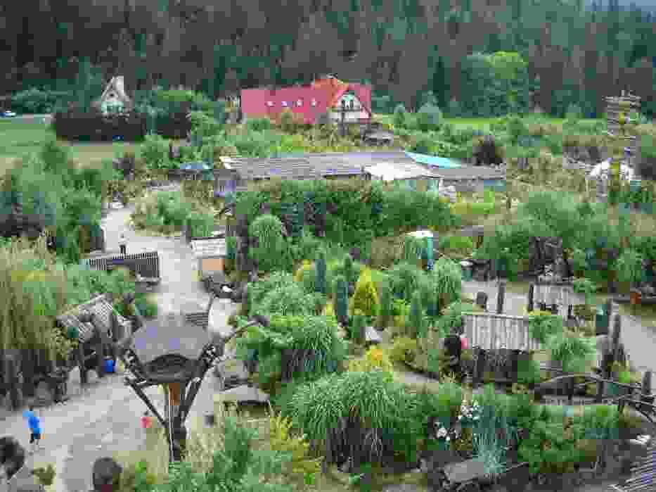 Widok na Leśny Gród z wieży obserwacyjnej jest niezwykle okazały