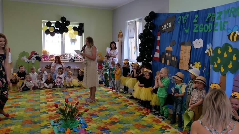 """Przedszkole """"Inna Bajka"""" z Poddębic dołączyło do akcji """"Chronimy pszczoły - ratujemy środowisko"""""""