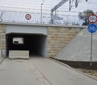 Tarnów. Muszą nadkładać kilometrów, bo zablokowali im wjazd pod wiadukt