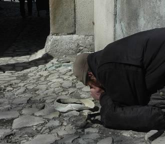 Bochnia. Księża przestrzegają w sprawie osób żebrzących w okolicach Bazyliki św. Mikołaja