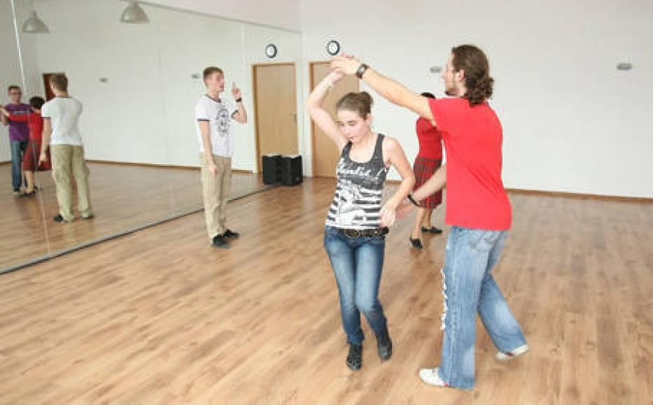 Prezent na walentynki: Romantyczny kurs tańca