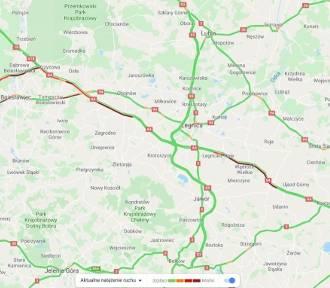 Autostrada A4 stoi w korkach. Duży ruch i dwa wypadki