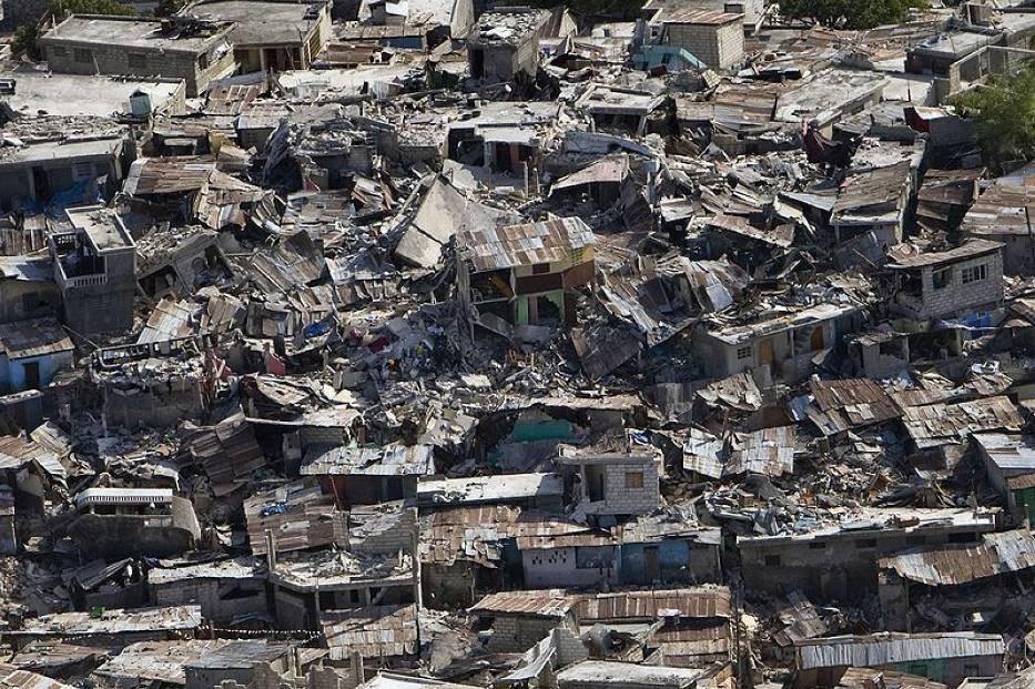 Zniszczenia jakich dokonało trzęsienie ziemi w haitańskiej stolicy