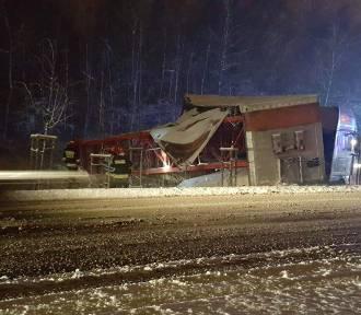 Intensywne opady śniegu w Małopolsce. Utrudnienia na drogach w regionie [ZDJĘCIA]