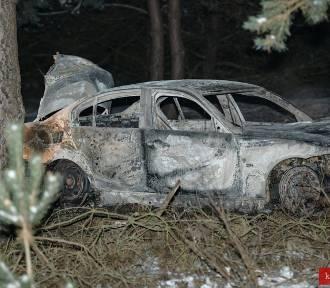 BMW spłonęło pod Kłobuckiem. W środku znaleziono zwłoki mężczyzny