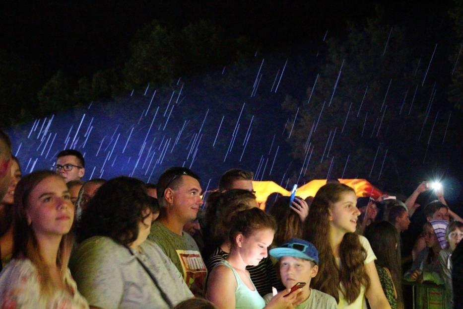 Koncert zespołu MIG i ... strugi deszczu w Jastrowiu