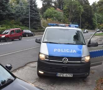 Duże korki przez zderzenie trzech samochodów osobowych na ulicy Chrobrego w Krośnie