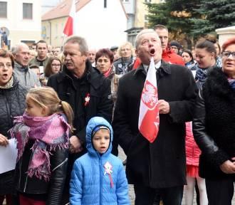 Wspólne śpiewanie hymnu Polski w Zielonej Górze [WIDEO]