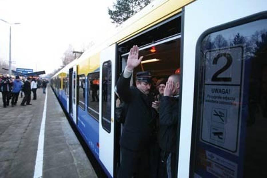 """Tychy budują nowe dworce kolejowe, a Przewozy Regionalne zabierają im """"Flirty"""""""