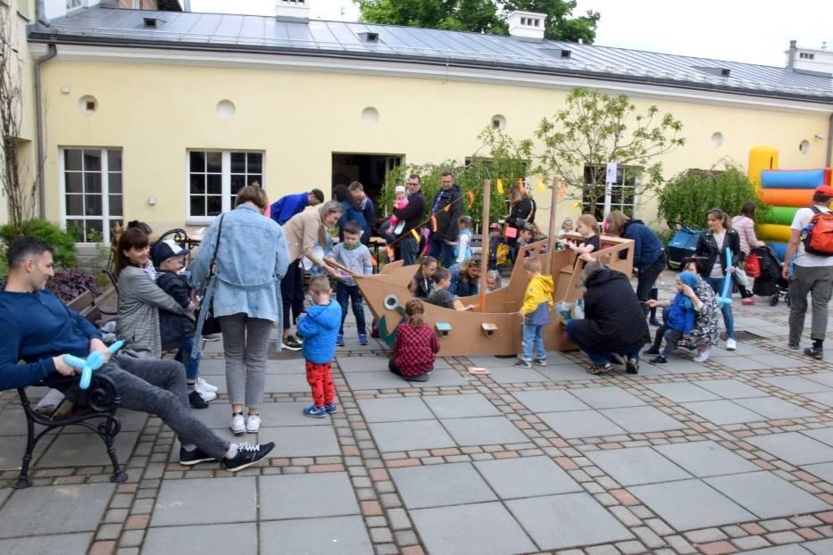 """""""Piknik morski"""" z okazji Dnia Dziecka w Muzeum Zabawek i Zabawy w Kielcach. Była świetna zabawa! (WIDEO, zdjęcia)"""
