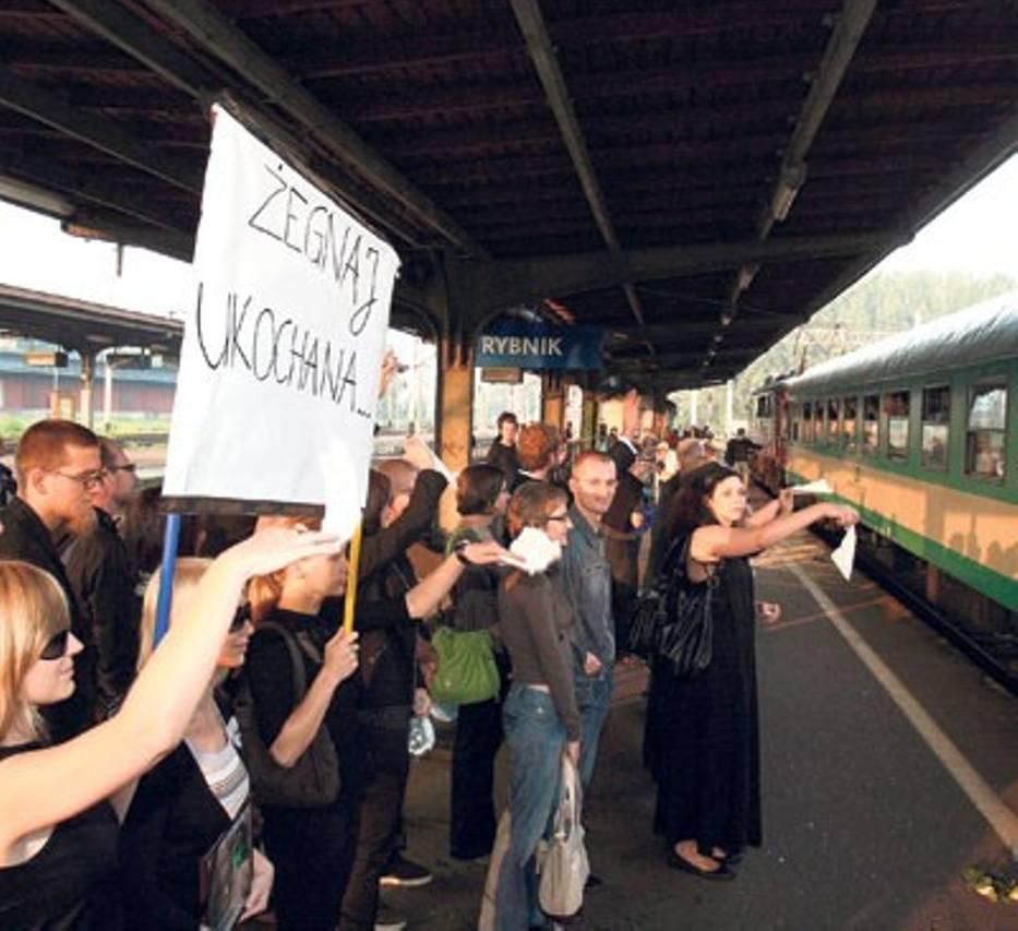 """W symbolicznym pożegnaniu """"Szyndzielni"""" uczestniczyło wielu pasażerów"""