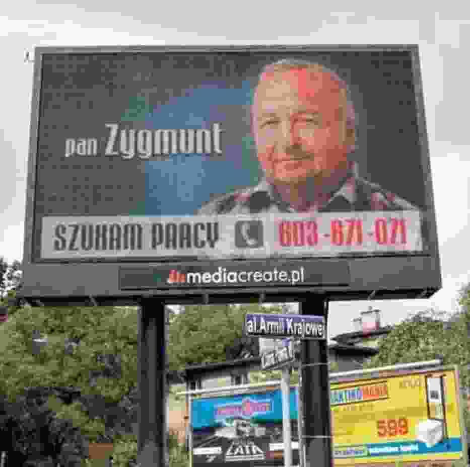 Zygmunt Pośpiech zareklamował się na telebimie i już po kilku dniach znalazł pracę