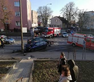 Wypadek na skrzyżowaniu. Jedna osoba w szpitalu