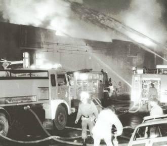 Minęły 22 lata od pożaru w Hali Stoczni w Gdańsku [ARCHIWALNE ZDJĘCIA]