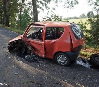 Tragiczny wypadek w Mikołowie. Dwie osoby nie żyją, trzy są w szpitalu. Zderzenie samochodów na