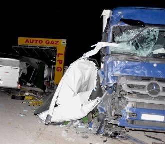 Gnojewo. Groźny wypadek na DK 22 z udziałem trzech samochodów [ZDJĘCIA]. Jeden z kierowców uwięziony