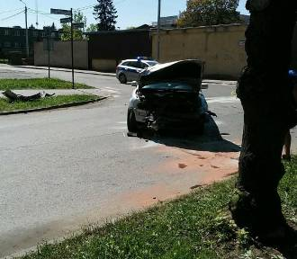 Wypadek w Nowym Stawie. Na skrzyżowaniu zderzyły się dwa auta