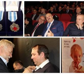 """Wręczenie odznaczeń """"Honorowy Dawca Krwi - Zasłużony dla Zdrowia Narodu"""". Poznań 26 listopada"""