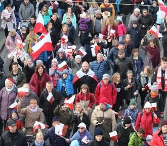 Radosna Parada Niepodległości przeszła przez Wrocław [MNÓSTWO ZDJĘĆ]