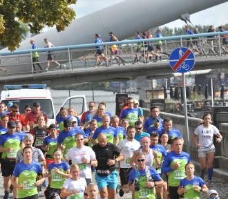 Rekordowy Bieg Trzech Kopców, tysiące biegaczy na trasie