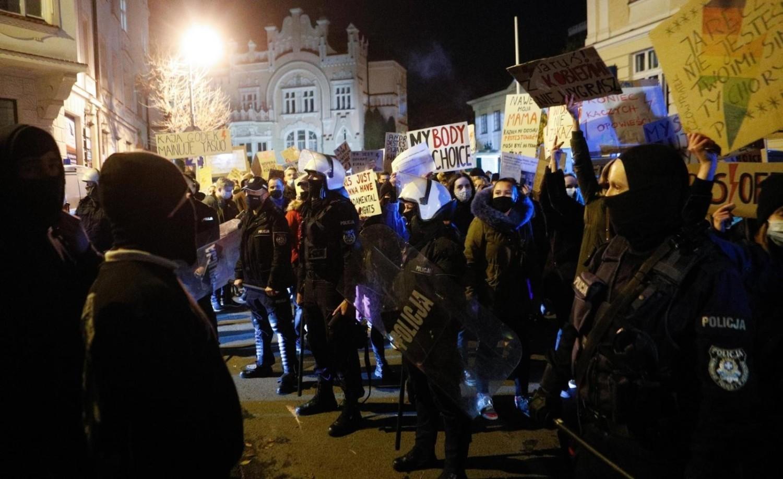 W całym kraju od kilku dni trwają protesty związane z wyrokiem Trybunału Konstytucyjnego w sprawie aborcji eugenicznej