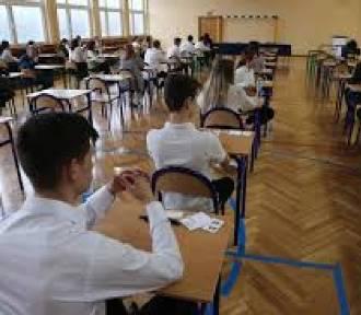 Egzamin ósmoklasisty: dziś języki obce!