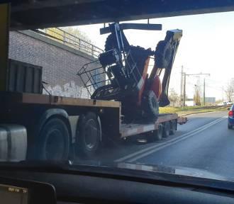 Ruda Śląska: Kierowca ciężarówki utknął pod wiaduktem kolejowym w Chebziu