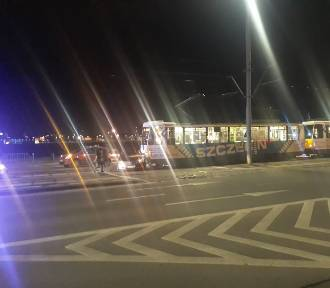 Na ulicy Jana z Kolna samochód wjechał pod tramwaj linii nr 6