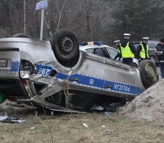 Policjanci ranni w wypadku w Kosakowie [ZDJĘCIA, WIDEO]