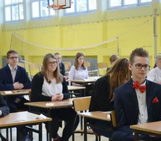 Głogów: Egzaminy ósmoklasisty w SP nr 9. Dziś język obcy. ZDJĘCIA