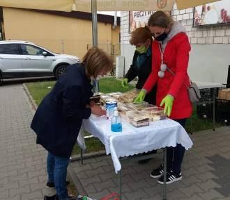 Kiermasz ciast w Osjakowie. Panie z KGW  w Walkowie zbierały pieniądze na leczenie Wojtusia Howisa